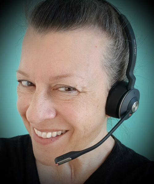 Tekstdoktor Christine Calvert anbefaler et godt headset til webinarer og digitale møter.